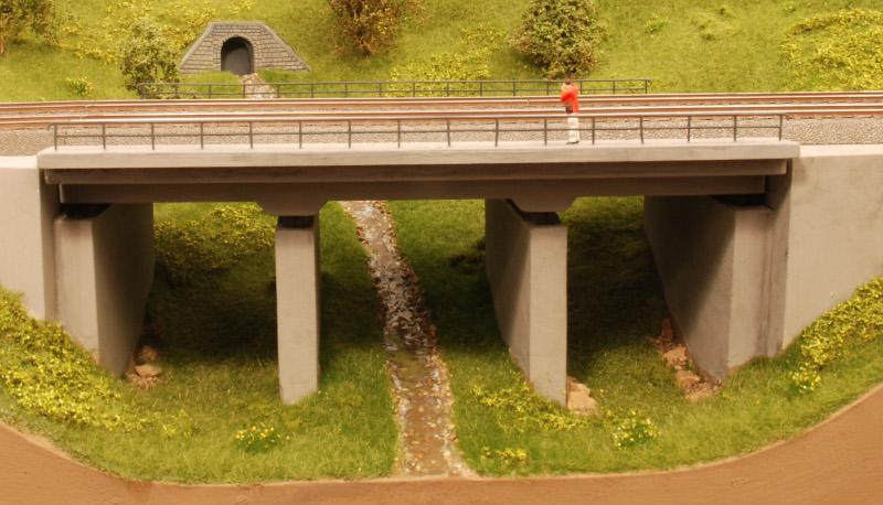 Betonbrücke-08-Begrünung