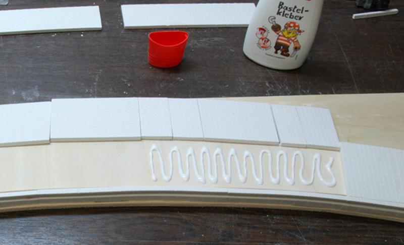 Zuschnitt und Verkleben der Platten
