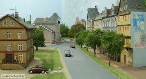 Straße hinter dem Bahnhof