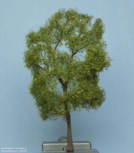 fertiger Baum - von vorne
