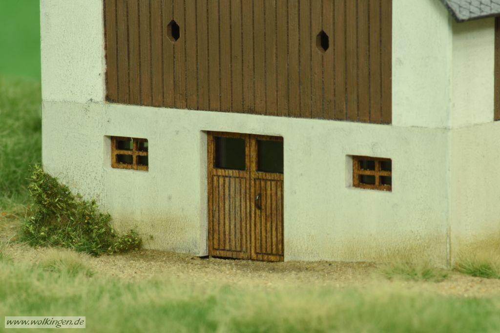 Scheune mit Stall - Holztür
